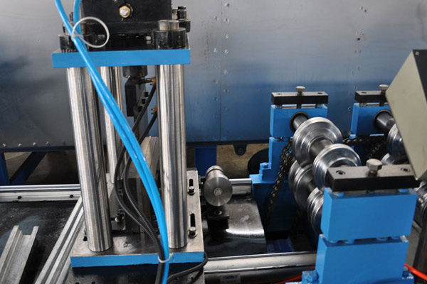 top-hat-roll-forming-machine-6.jpg